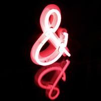 Beispiel Neonreklame UND ZEICHEN -pink leuchtendes UND ZEICHEN in Profil5 Ausfuehrung