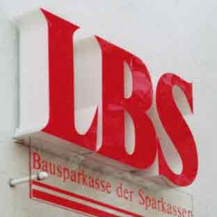 Leuchtbuchstaben-Neon-Profilbuchstaben-LED-Foto LBS (rot/weiss leuchtend)