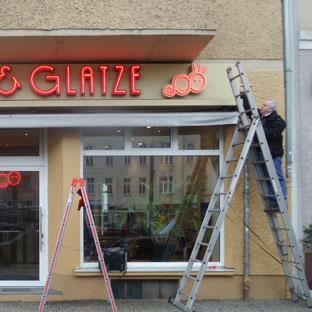 Projekt Locke&Glatze (Funktionstest von rot leuchtenden Profilbuchstaben)